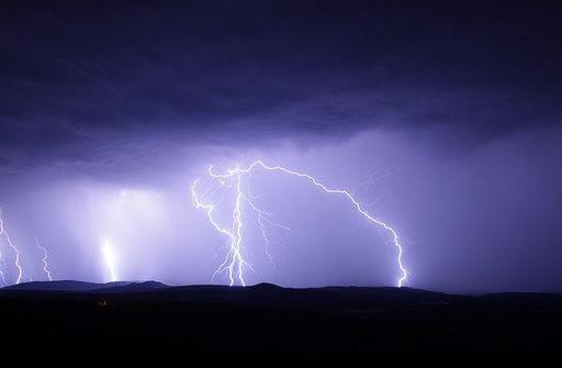 आसमानी बिजली क्यों गिरती है कारण और वजह