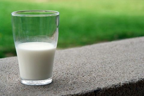 Right Time For Drinking Milk In Hindi